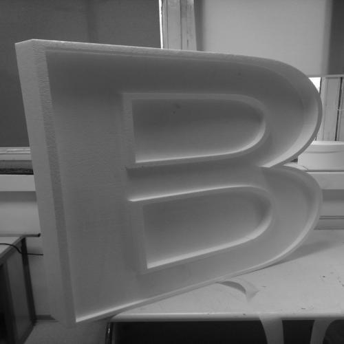 Wycięta liter B z eps (styropianu)